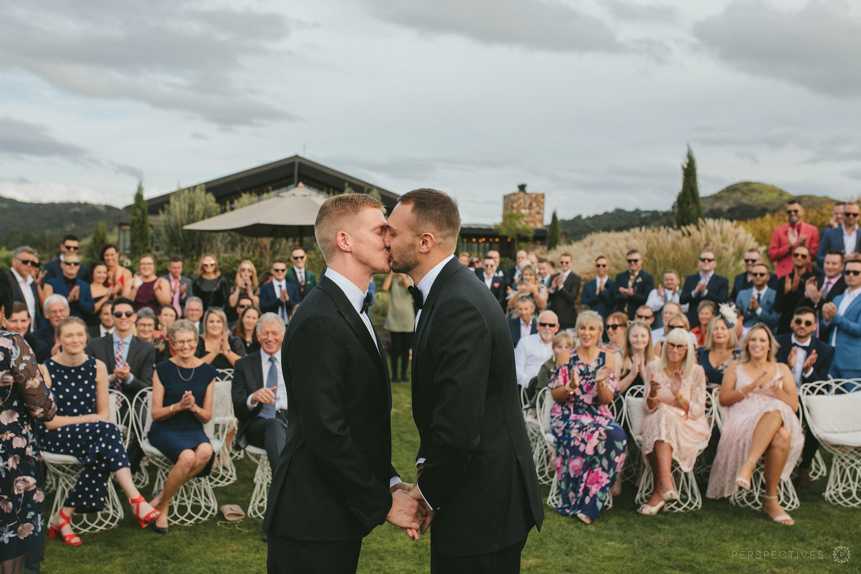 Tantalus Waiheke wedding venue ceremony on lawn first kiss gay wedding
